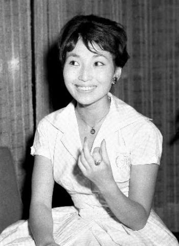 pict-テレビ人形劇「チロリン村とくるみの木」に出演していた26歳頃.jpg