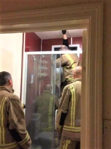pict-デート相手の家でうんこを窓から投げた女性3.jpg