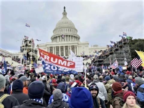 pict-トランプ支持者が議会を占拠2.jpg