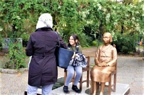 pict-ドイツに3体目の「慰安婦像」設置3.jpg