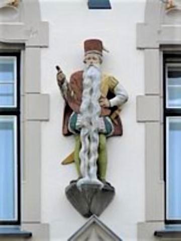 pict-ハンス・シュタイニンガーの彫像.jpg