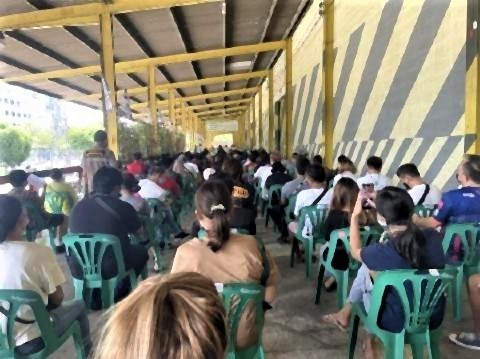 pict-バンコクのタイ人向けワクチン接種。この会場はシノバックのみ.jpg