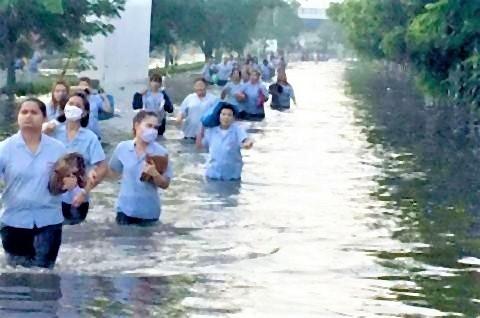 pict-バンプー工業団地で洪水被害.jpg