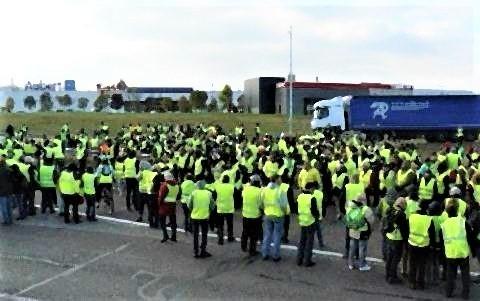 pict-フランス政府は鎮静化をはかるため、燃料に対する増税案を凍結.jpg
