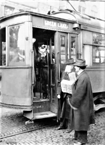 pict-マスクなしの人を乗車を拒否シアトルの路面電車。.jpg