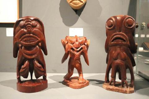 pict-マレーシアの木彫り人形.jpg