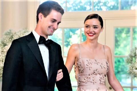 pict-ミランダ・カー、ご婚約Snapchat CEOのエヴァン.jpg
