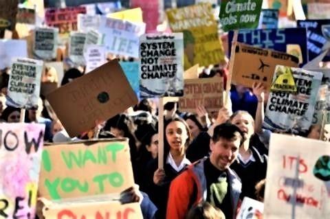 pict-ロンドンの議会前、気候変動対策を求める児童・生徒の抗議運動.jpg