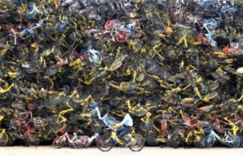 pict-中国が大量生産しまくった自転車の山.jpg