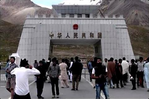 pict-中国とパキスタンの間はなかなかに強固な検問が敷かれてます.jpg