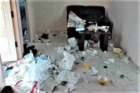 pict-中国人が部屋をゴミ箱2.jpg