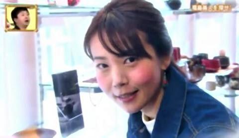 pict-会津漆器の店で働いている会津美人.jpg