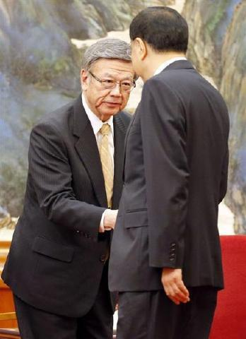 pict-北京人民大会堂で李克強の翁長雄志知事.jpg