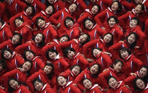 pict-北朝鮮の「美女応援団」4.jpg