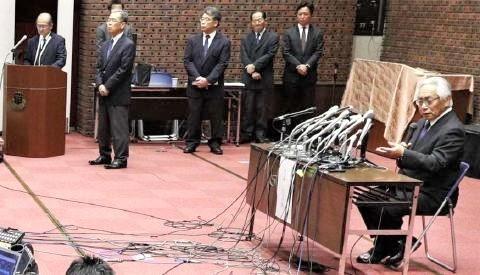 pict-反則問題を巡る大塚吉兵衛学長.jpg