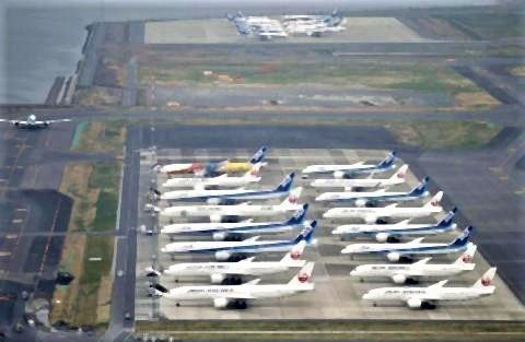 pict-大量欠航、出番なし 羽田空港3-31.jpg