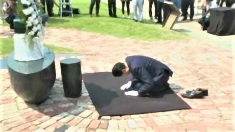 pict-実際に土下座したのに銅像にしてもらえない鳩山さん.jpg