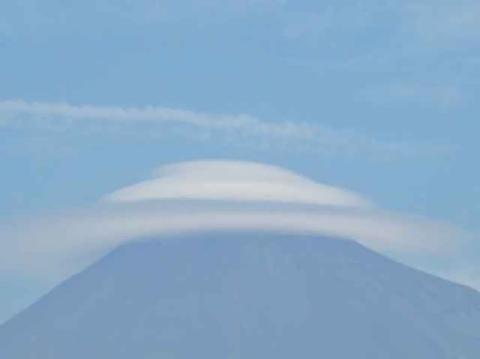 pict-富士山にかかった傘雲.jpg