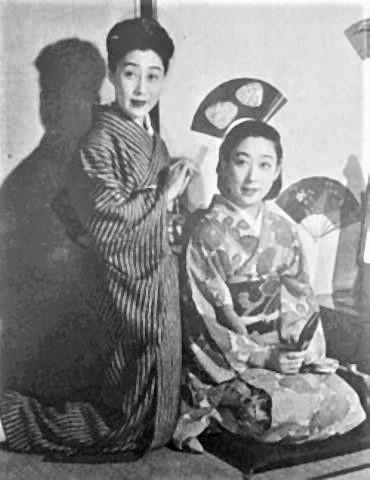 pict-山田五十鈴(右)とともに(1949年).jpg