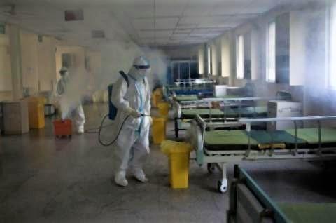 pict-感染者退院、消毒作業武漢市の病院.jpg