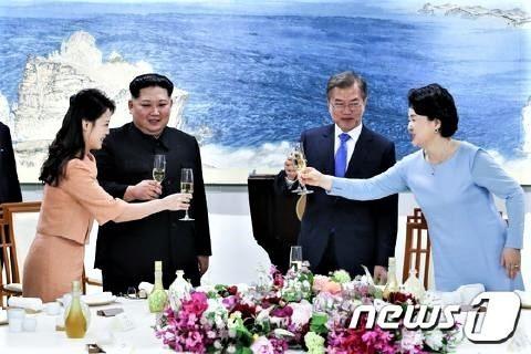 pict-文在寅大統領と北朝鮮の金正恩2.jpg
