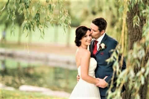 pict-新郎のクレイトンさんは結婚式の衣装2.jpg