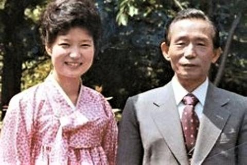pict-朴槿恵氏と父.jpg