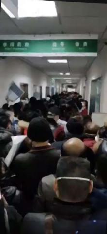pict-武漢市内の病院には感染が疑われる人が押し寄せた.jpg