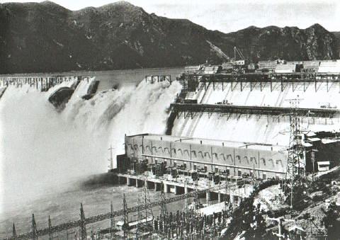 pict-水豊ダム。当時出力世界2位のダムで、朝鮮及び満州の電力.jpg
