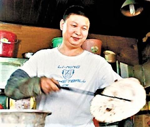 pict-湖南省の長沙市、湖南大学の向かい側には「肉餅(ロウビン).jpg
