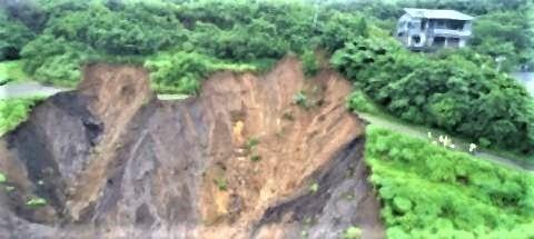 pict-熱海土石流 静岡県が「起点」のドローン撮影動画を公開  毎日新聞.jpg