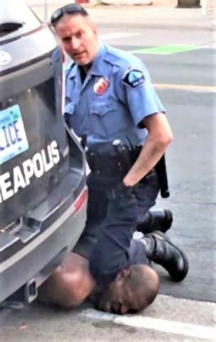 pict-白人警官に押さえつけられた黒人.jpg