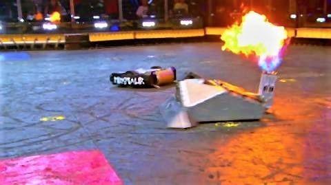 pict-突如、Blacksmithが雄たけびのように炎を上げて攻撃を開始。.jpg
