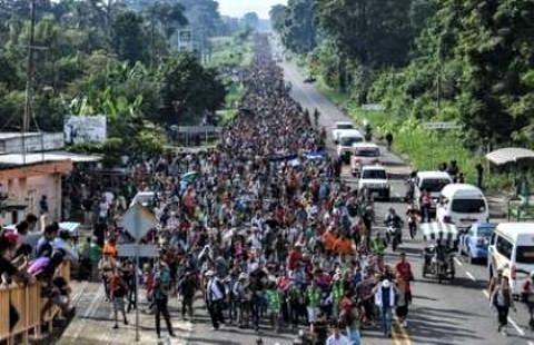 pict-米国目指す移民キャラバン.jpg