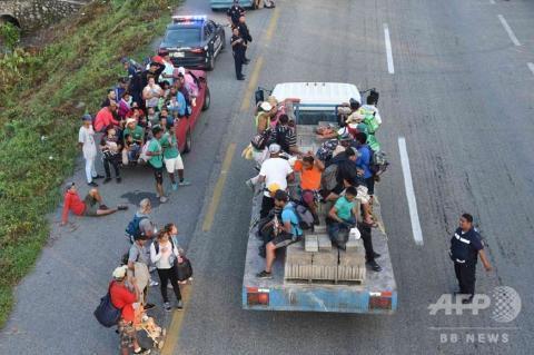 pict-米国目指す移民キャラバン3.jpg