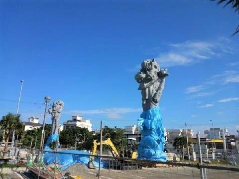 pict-翁長推進の龍柱.jpg