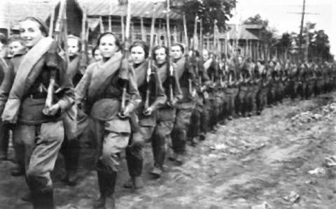 pict-行進する女性部隊.jpg