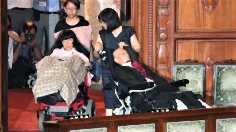 pict-重度障害のれいわ2議員、車椅子.jpg