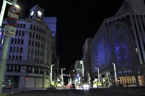 pict-銀座四丁目の交差点。左が「和光」。暗い街並み.jpg