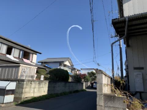 pict-雲は、ブルーインパルスが作った.jpg