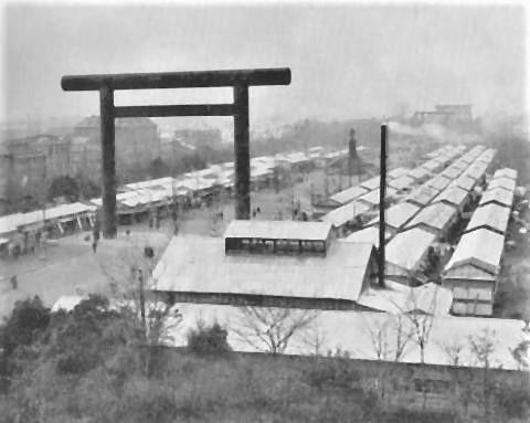 pict-靖国神社に設置された仮設住宅.jpg