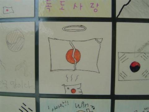 pict-韓国の駅で展示5.jpg
