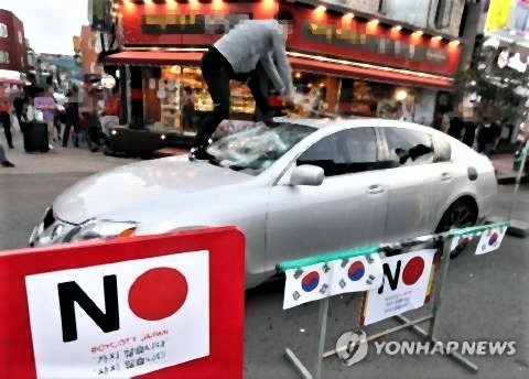 pict-韓国レクサスを破壊.jpg