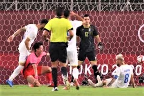 pict-韓国代表がオウンゴールで先制したシーン.jpg