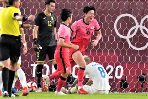 pict-韓国代表がオウンゴールで先制したシーン2.jpg