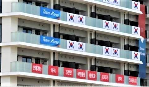 pict-韓国選手団」が五輪選手村に掲げた横断幕.jpg