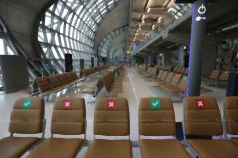 pict-Empty seats at Suvarnabhumi airport.jpg