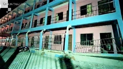 pict-Horrified residents of 3-storey building.jpg