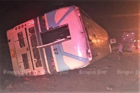 pict-Long-distance bus crashes as driver falls asleep.jpg