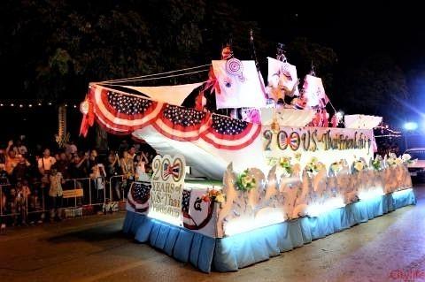 pict-Loy Krathong Parade2.jpg